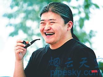 斗趣 网文整理 >> 内容   一身黑衣黑裤,长头发,出现在记者眼前的刘欢图片